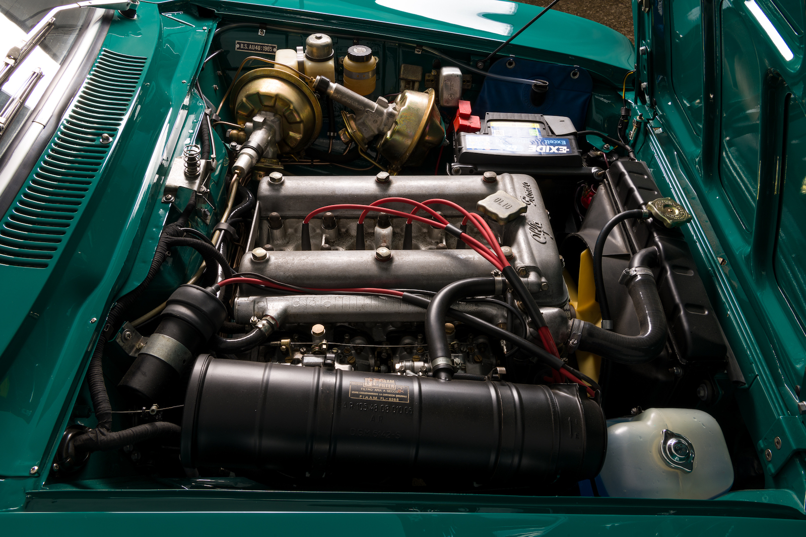 Alfa Romeo 2000 GTV: Engine bay